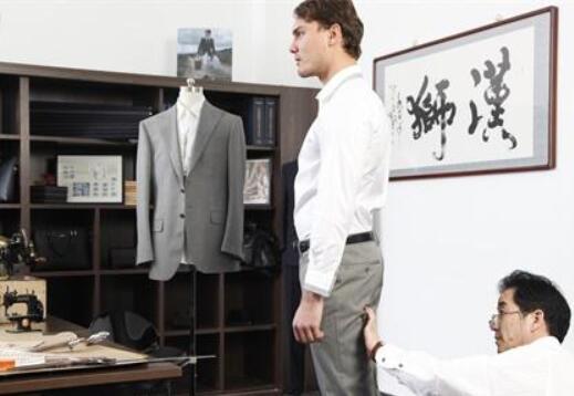 西装定制多少钱 定制的注意事项有哪些
